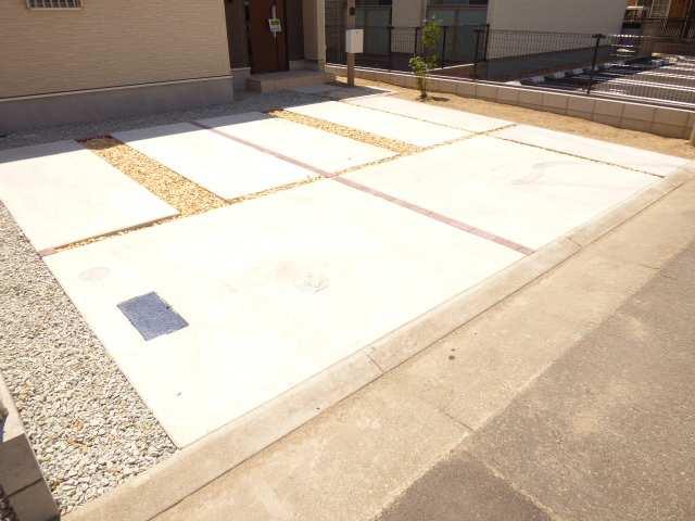 加古川市別府町新野辺の新築一戸建て♪駐車スペースのご紹介♪