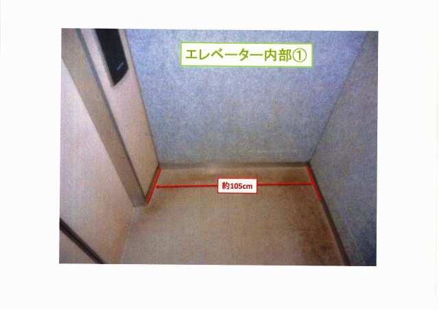 エレベーター内部(奥行)