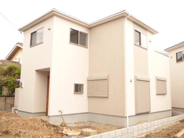 加古川市別府町本町の新築一戸建ての現地外観♪【足場が外れました】