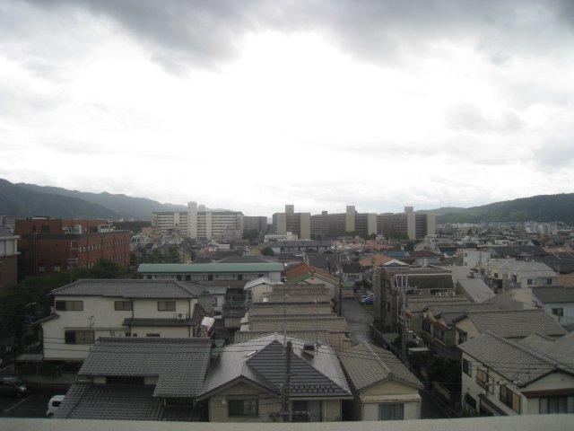 ベランダから見た景色です(6階)遮るものがない為、日当たり良好です♪