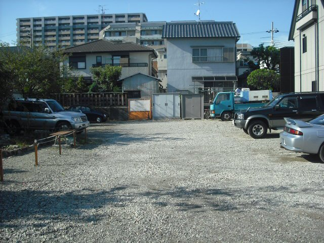 信和マンション駐車場