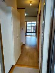 玄関から和室4.5畳方向撮影