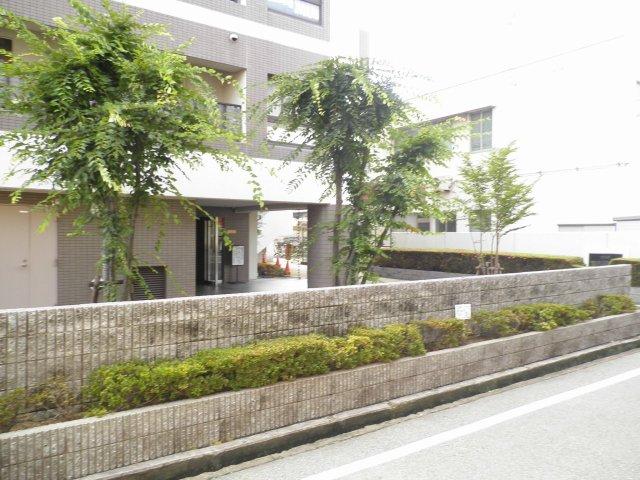 コスモ加古川別府♪ エントランス付近の写真です♪ 山電別府駅徒歩3分♪ 通勤・通学・お買物とても便利です♪