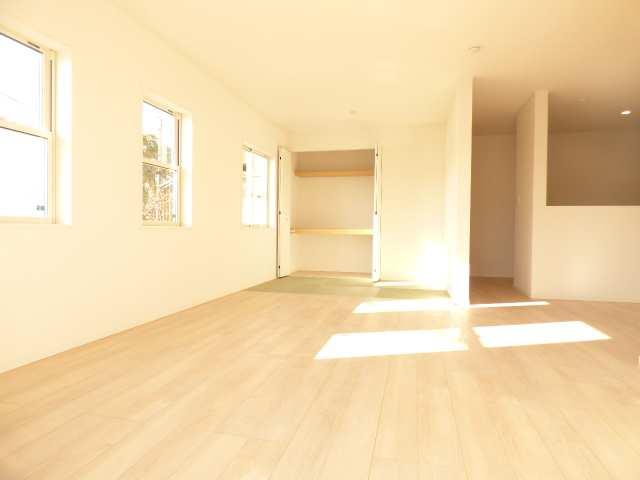 加古川市野口町北野の新築一戸建てのリビングのご紹介♪